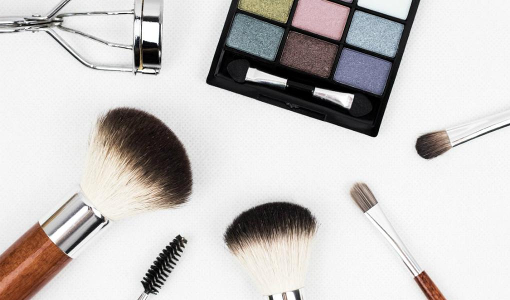 profesionales-de-maquillaje-peluquera-y-vestuario