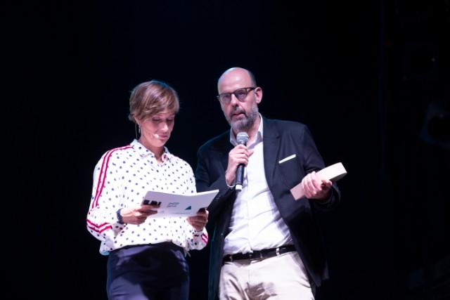 Raquel Sans, presentadora de l'acte, i Jordi Basté